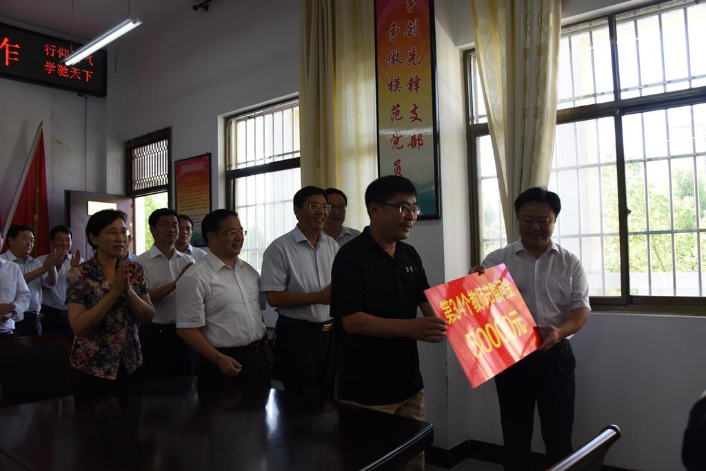 市委书记陈星教师节慰问教职工