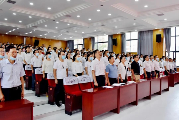 驻ma店gao中zhaokaiqing祝第三十六ge教师节暨2020年gao考总结表彰大hui